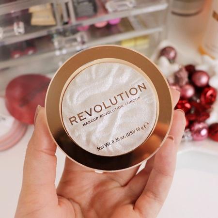 Makeup Revolution Conceal & Define konsīleris